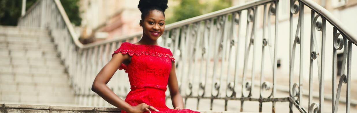 ccddb14189 Jakie dobrać dodatki do czerwonej sukienki  - Trendy w modzie w Domodi