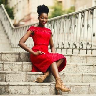 01ef71a1d9 Jaki kolor pasuje do szarego  - Trendy w modzie w Domodi