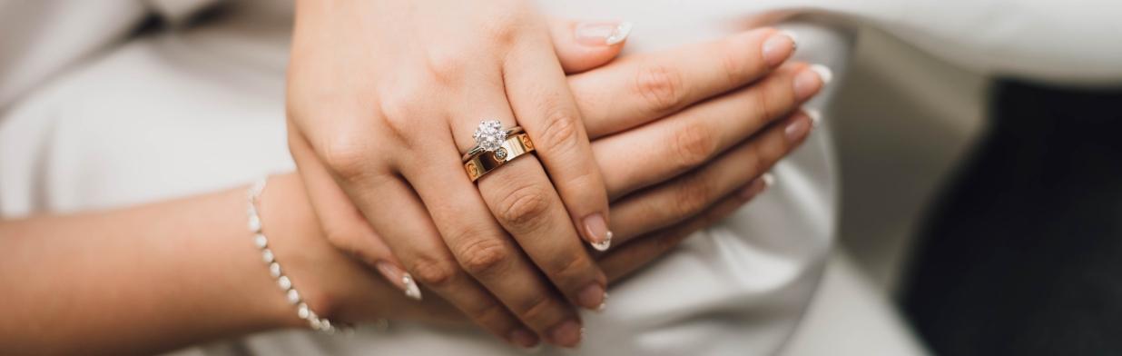 7843a1210f520a Pierścionek zaręczynowy - jaki wybrać? - Trendy w modzie w Domodi