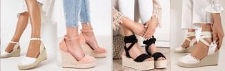 Sandały espadryle na koturnie, czyli klasyka damskiej mody na lato. Jak je nosić w stylizacjach?