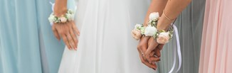 Sukienka na wesele dla mamy pary młodej - sprawdź najmodniejsze propozycje na sezon 2020!
