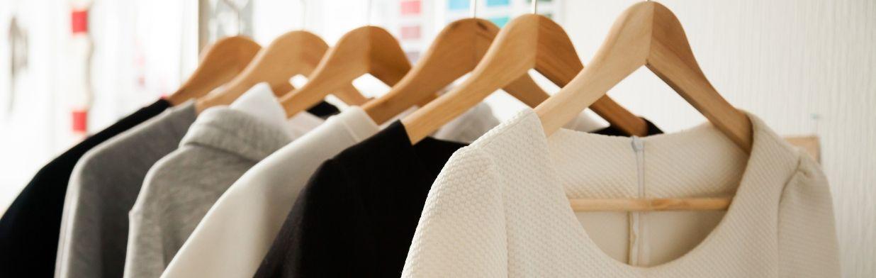 Z jakich materiałów kupować ubrania? Dobre jakościowo i bezpieczne dla środowiska tkaniny
