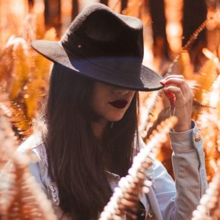 stylizacja jesienna, jesienny kapelusz, czarny kapelusz