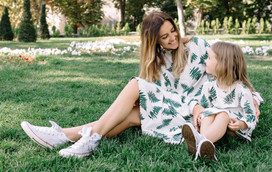 Sukienki Dla Mamy I Corki 2020 Modne Stylizacje Na Wesele I Nie Tylko Trendy W Modzie W Domodi
